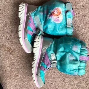 Frozen! Winter boots in great shape!